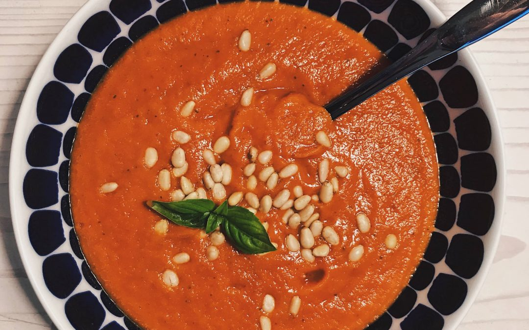 Tomaattikeitto täynnä makua