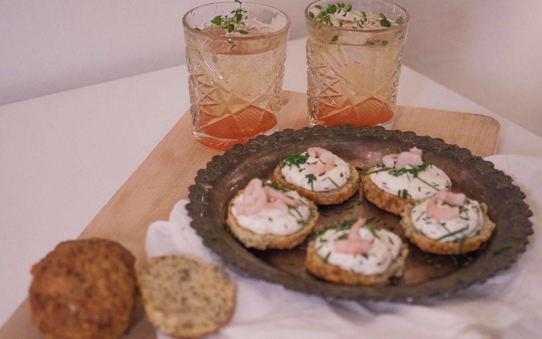 Ystävänpäivän suolainen: juustoskonssit rapumoussella ja veriappelsiini-cocktail