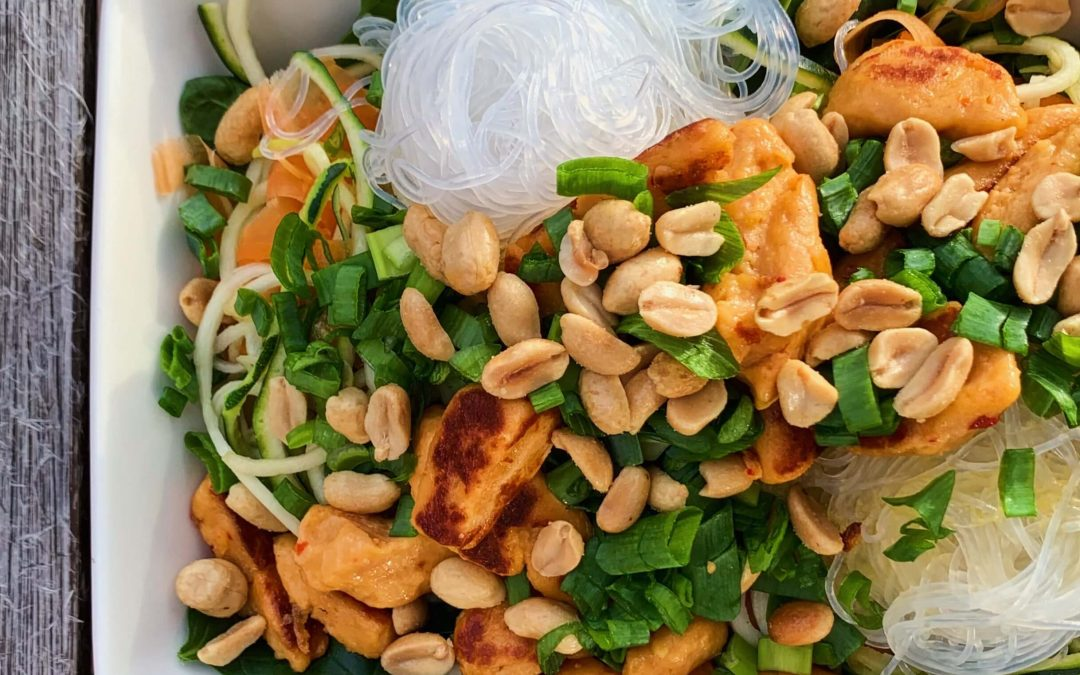 FODMAP resepti raikas ja ruokaisa nuudelisalaatti