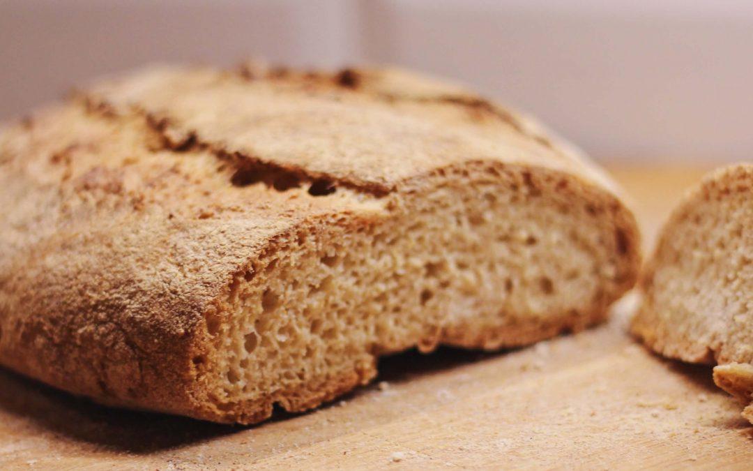 Helppo gluteeniton leipä hiivalla